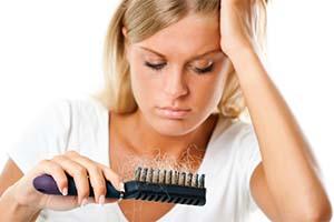 Почему выпадают волосы у женщин после родов, у молодых мужчин. Слоятся ногти. Что делать